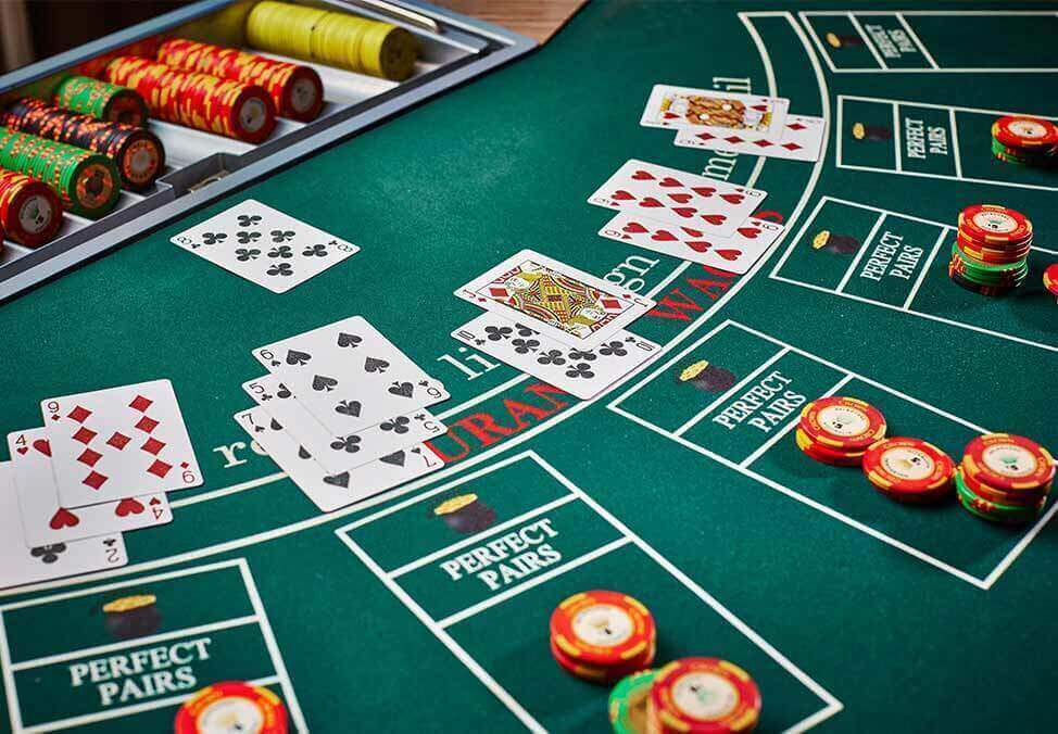 Lessons For A From A Play Casino Poker Online Table